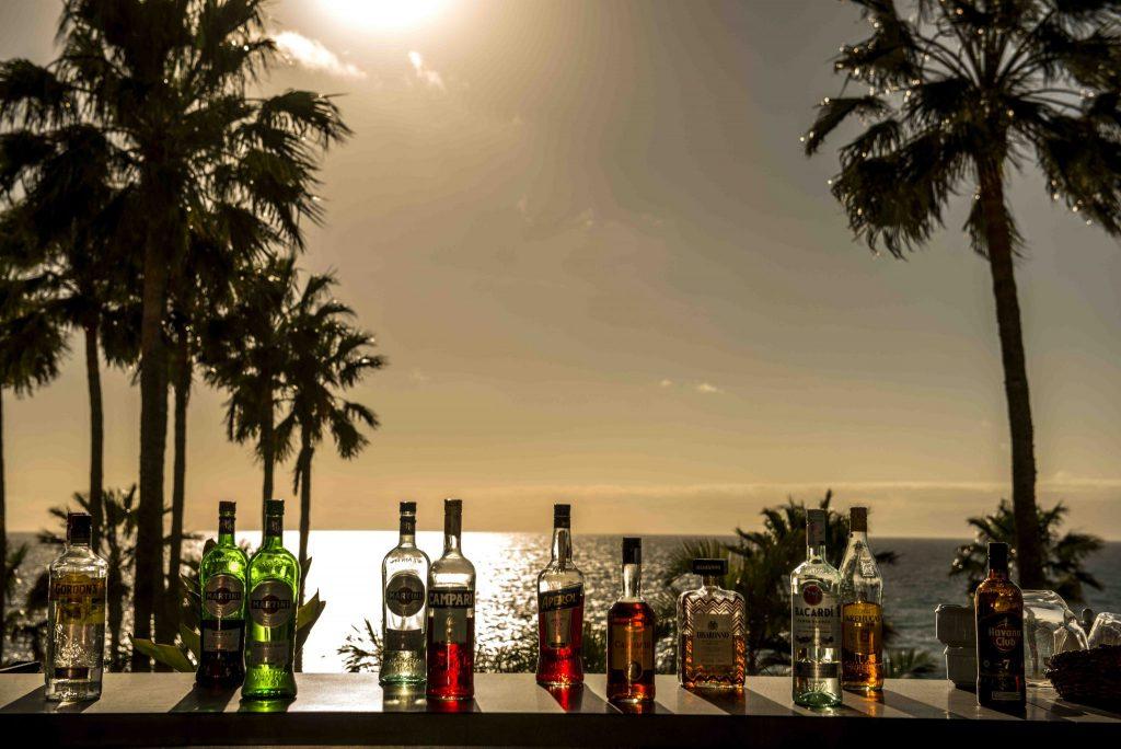 https://golftravelpeople.com/wp-content/uploads/2019/04/Hotel-Jardin-Tropical-Bars-Restaurants-comp-11-1024x684.jpg