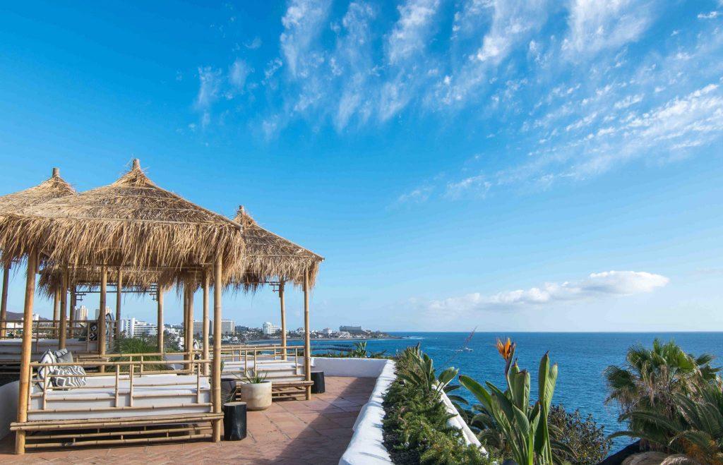 https://golftravelpeople.com/wp-content/uploads/2019/04/Hotel-Jardin-Tropical-Bars-Restaurants-comp-16-1024x659.jpg