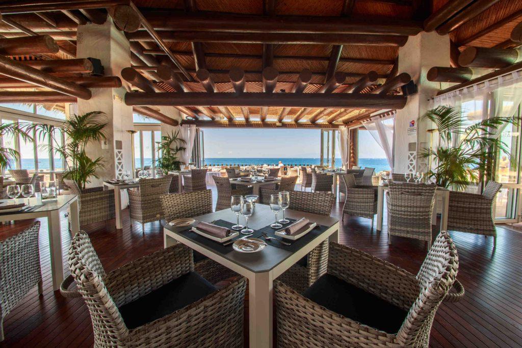 https://golftravelpeople.com/wp-content/uploads/2019/04/Hotel-Jardin-Tropical-Bars-Restaurants-comp-21-1024x683.jpg