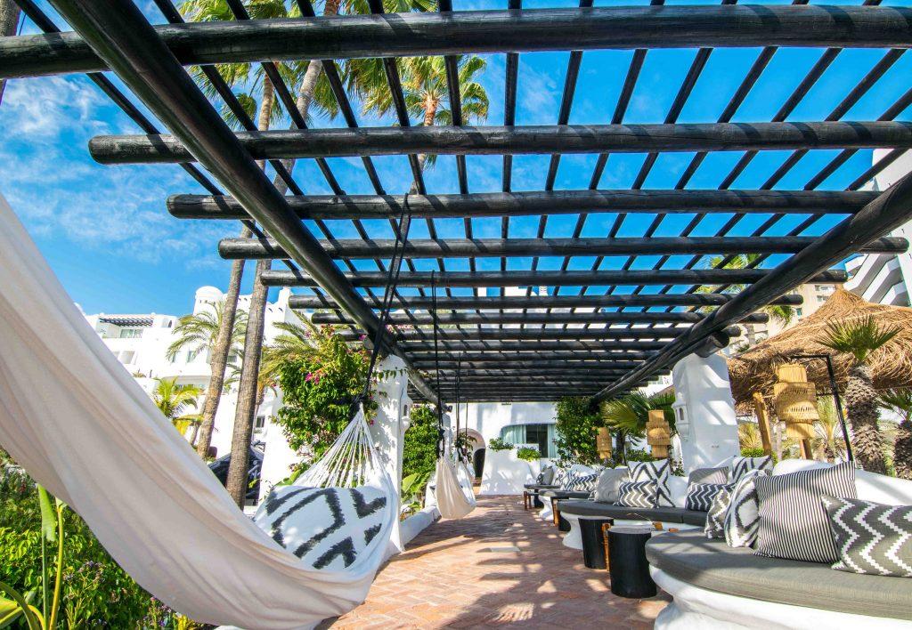https://golftravelpeople.com/wp-content/uploads/2019/04/Hotel-Jardin-Tropical-Bars-Restaurants-comp-3-1024x708.jpg