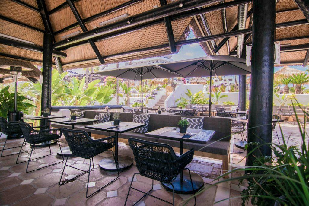 https://golftravelpeople.com/wp-content/uploads/2019/04/Hotel-Jardin-Tropical-Bars-Restaurants-comp-4-1024x683.jpg