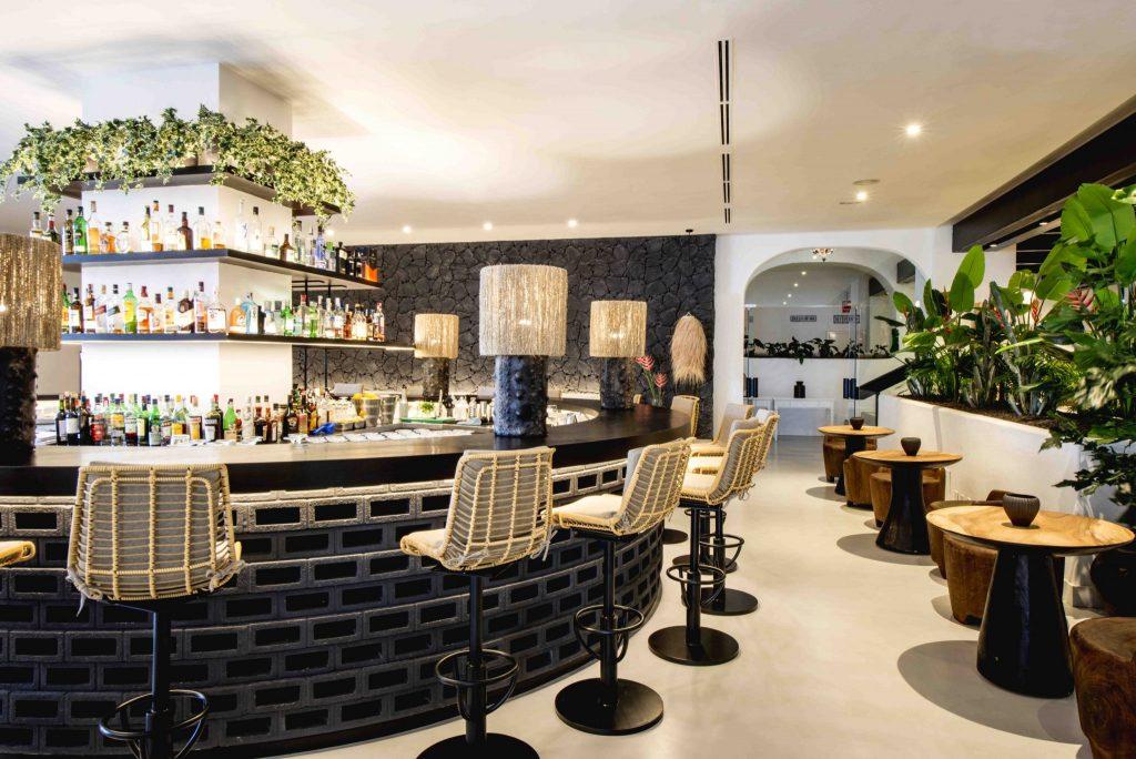 https://golftravelpeople.com/wp-content/uploads/2019/04/Hotel-Jardin-Tropical-Bars-Restaurants-comp-5-1024x684.jpg