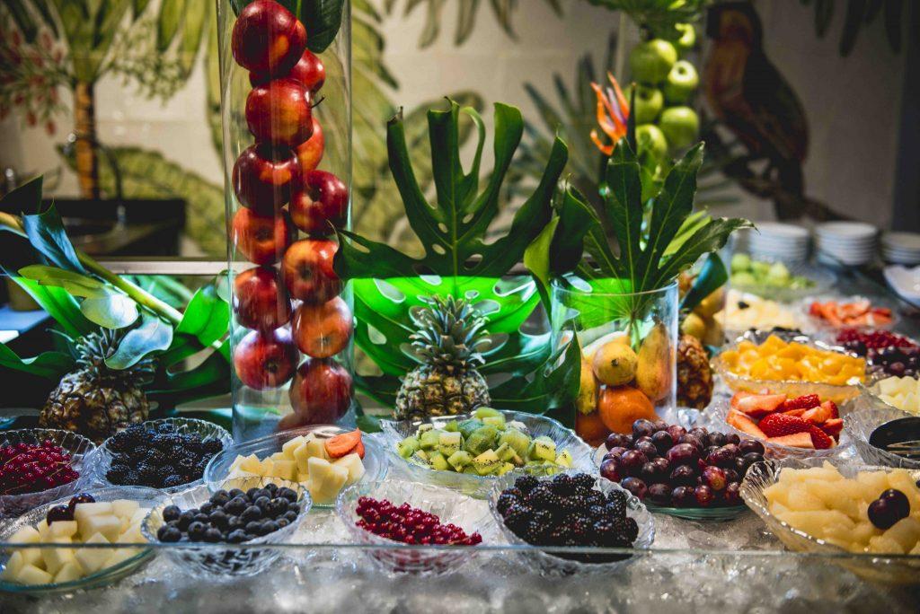 https://golftravelpeople.com/wp-content/uploads/2019/04/Hotel-Jardin-Tropical-Bars-Restaurants-comp-6-1024x684.jpg