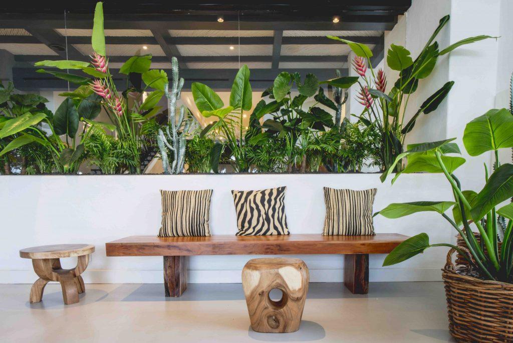 https://golftravelpeople.com/wp-content/uploads/2019/04/Hotel-Jardin-Tropical-Bars-Restaurants-comp-7-1024x684.jpg