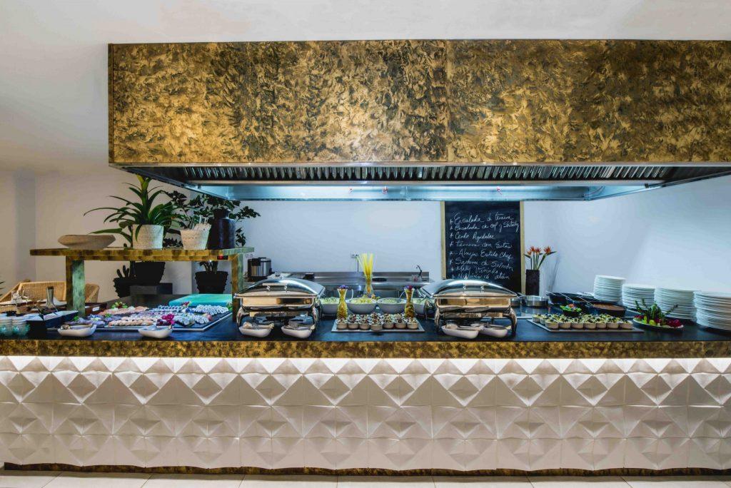 https://golftravelpeople.com/wp-content/uploads/2019/04/Hotel-Jardin-Tropical-Bars-Restaurants-comp-8-1024x684.jpg
