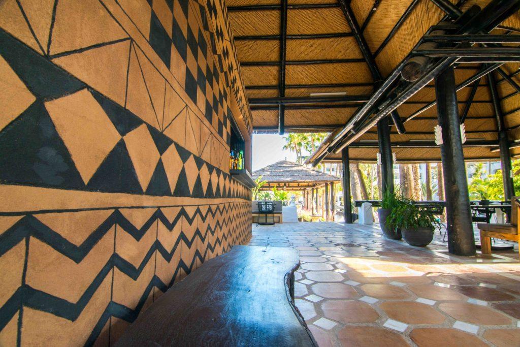 https://golftravelpeople.com/wp-content/uploads/2019/04/Hotel-Jardin-Tropical-Bars-Restaurants-comp-9-1024x683.jpg