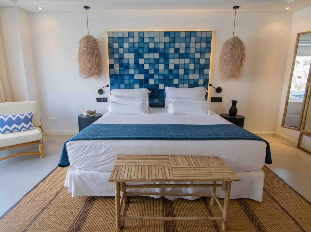 https://golftravelpeople.com/wp-content/uploads/2019/04/Hotel-Jardin-Tropical-Bedrooms-comp-1-1-1024x765.jpg