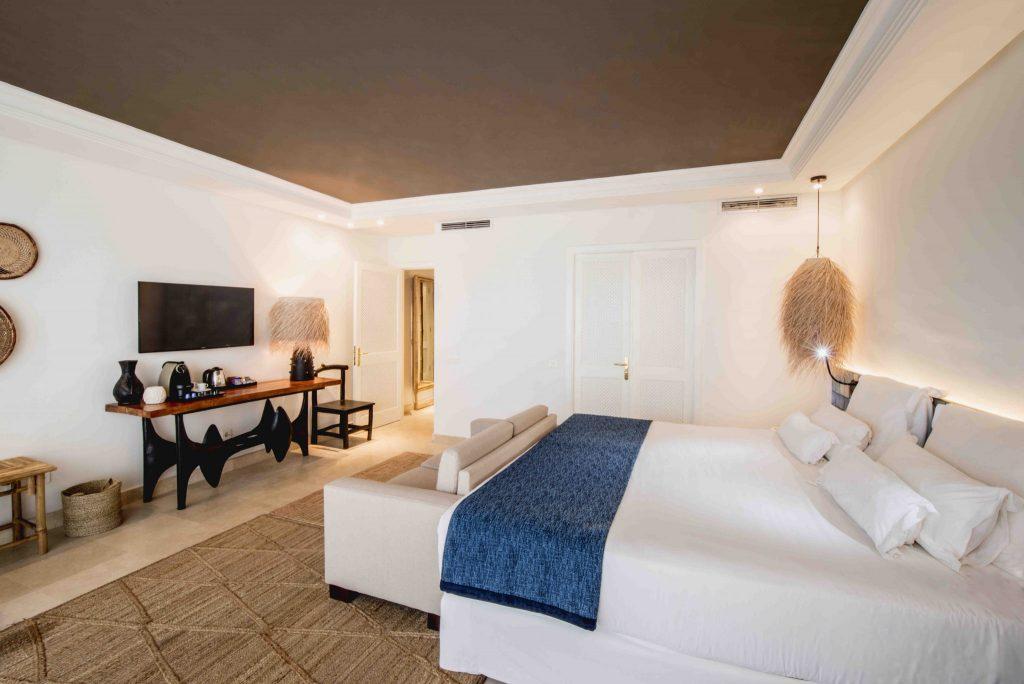 https://golftravelpeople.com/wp-content/uploads/2019/04/Hotel-Jardin-Tropical-Bedrooms-comp-10-1024x684.jpg