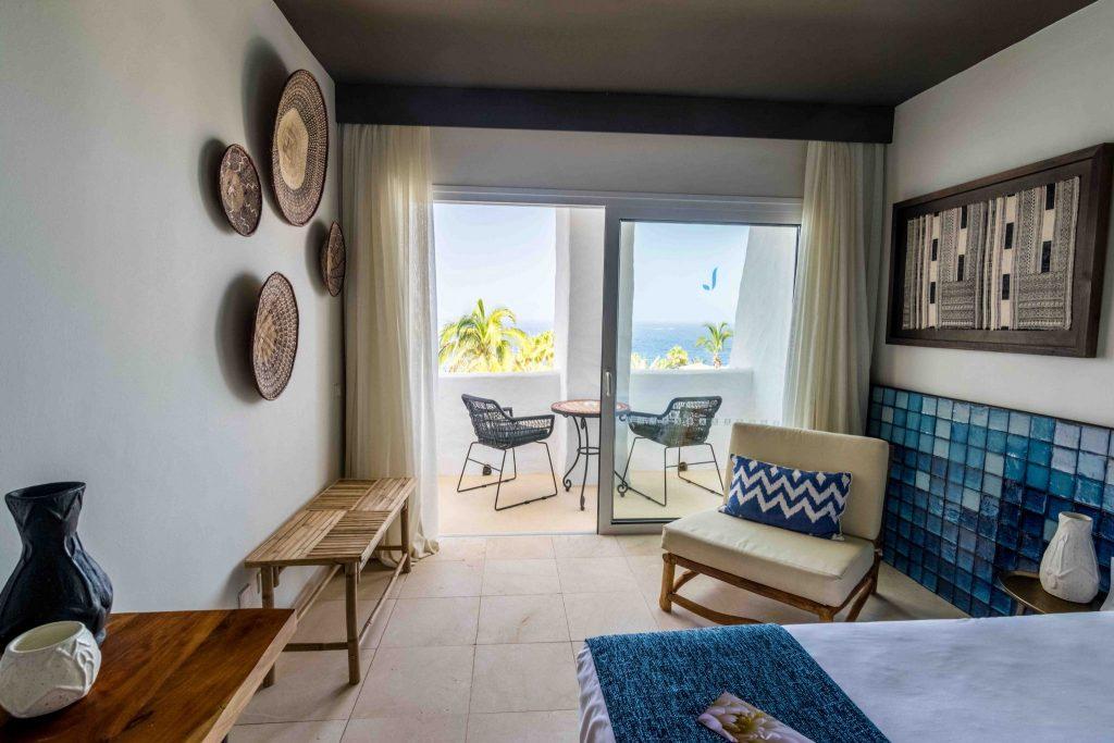 https://golftravelpeople.com/wp-content/uploads/2019/04/Hotel-Jardin-Tropical-Bedrooms-comp-11-1024x683.jpg