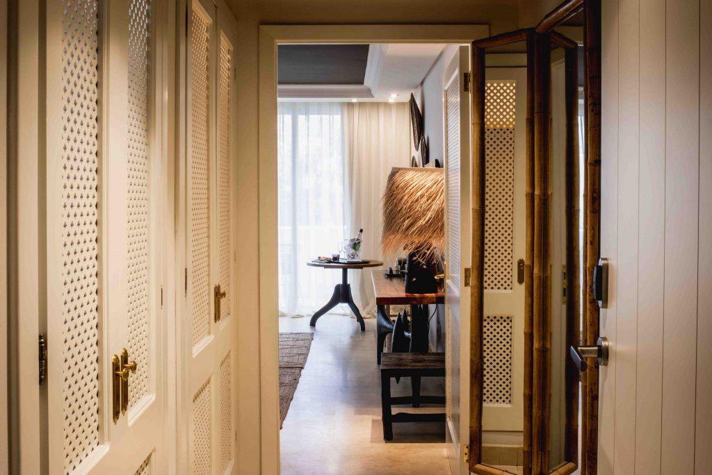 https://golftravelpeople.com/wp-content/uploads/2019/04/Hotel-Jardin-Tropical-Bedrooms-comp-2-1024x684.jpg