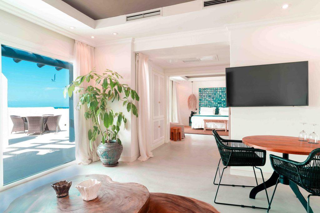 https://golftravelpeople.com/wp-content/uploads/2019/04/Hotel-Jardin-Tropical-Bedrooms-comp-5-1024x683.jpg