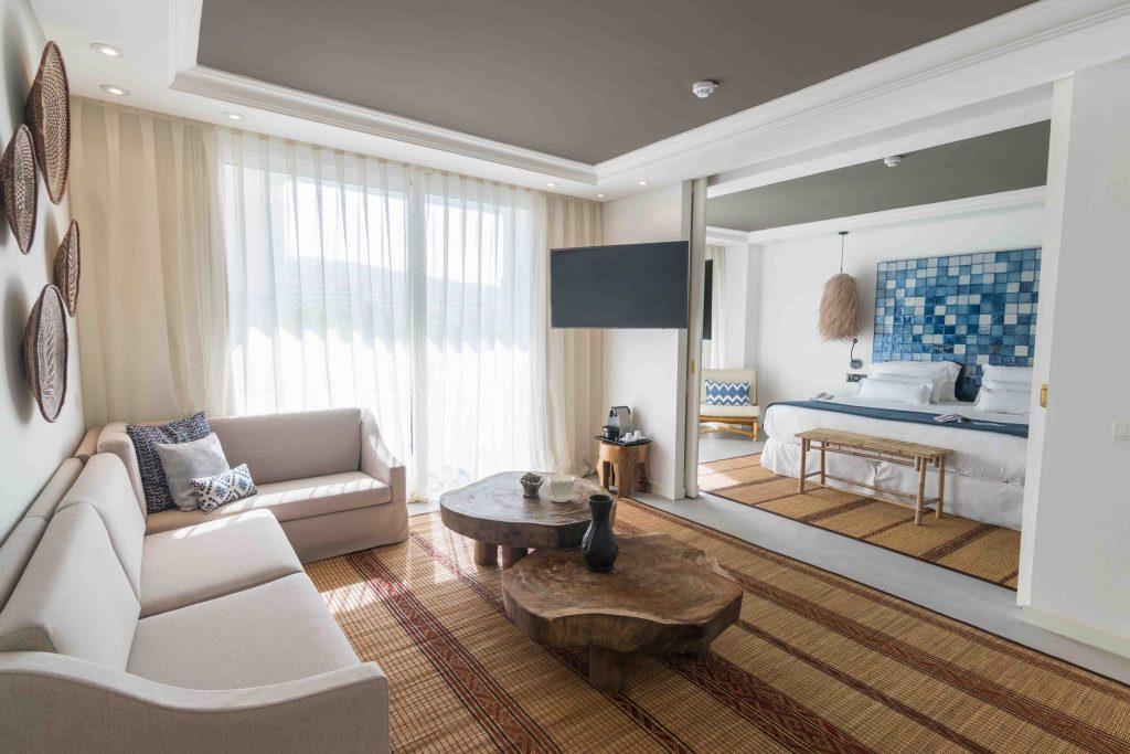 https://golftravelpeople.com/wp-content/uploads/2019/04/Hotel-Jardin-Tropical-Bedrooms-comp-9-1024x683.jpg