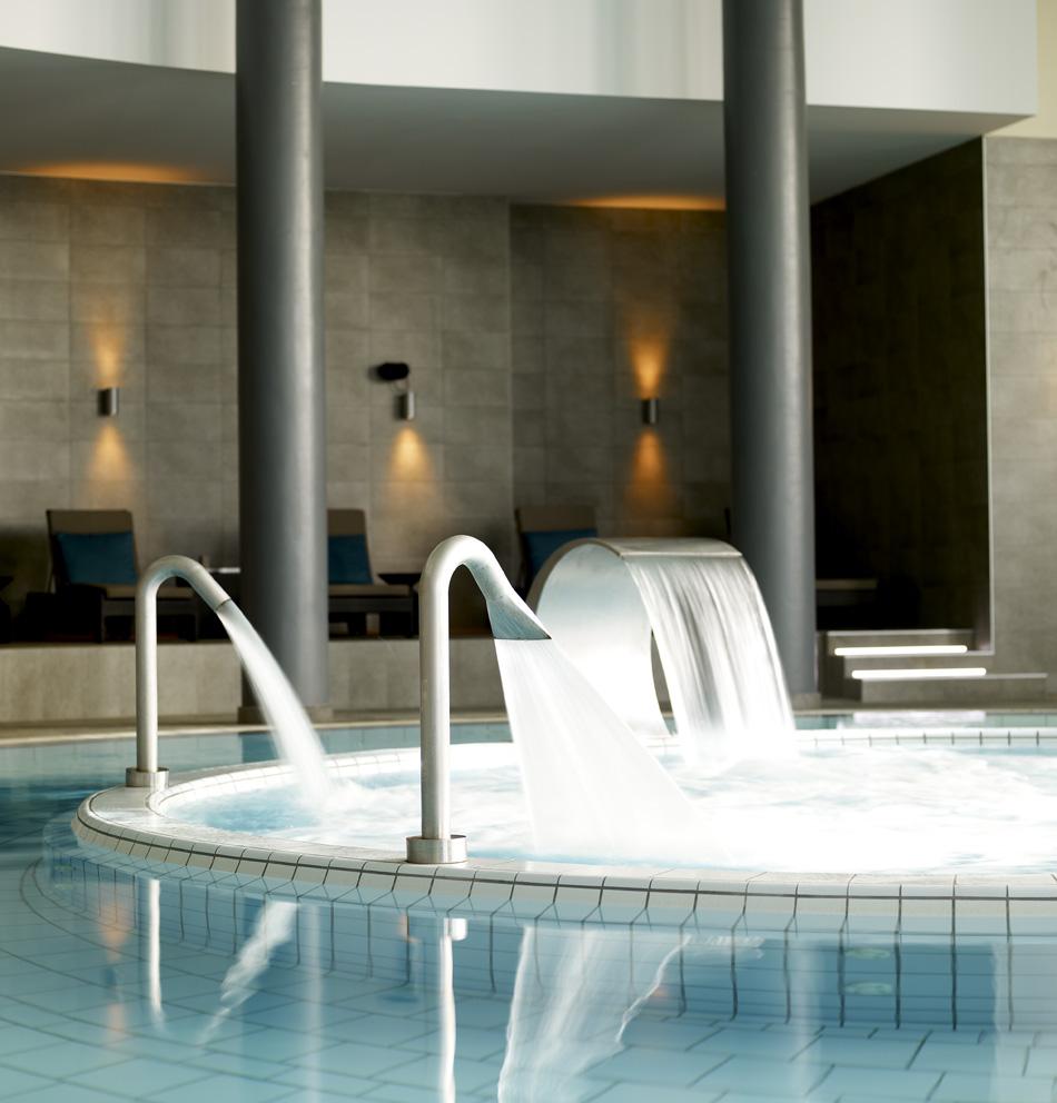 https://golftravelpeople.com/wp-content/uploads/2019/04/Hotel-Palacio-Estoril-Banyan-Tree-Spa-Fitness-1.jpg