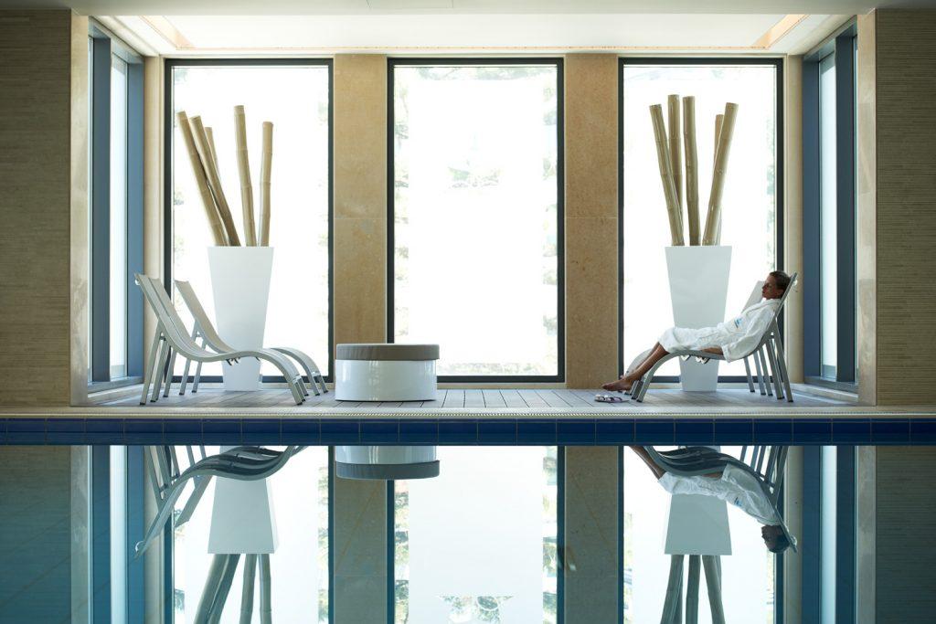 https://golftravelpeople.com/wp-content/uploads/2019/04/Hotel-Palacio-Estoril-Banyan-Tree-Spa-Fitness-11-1024x683.jpg