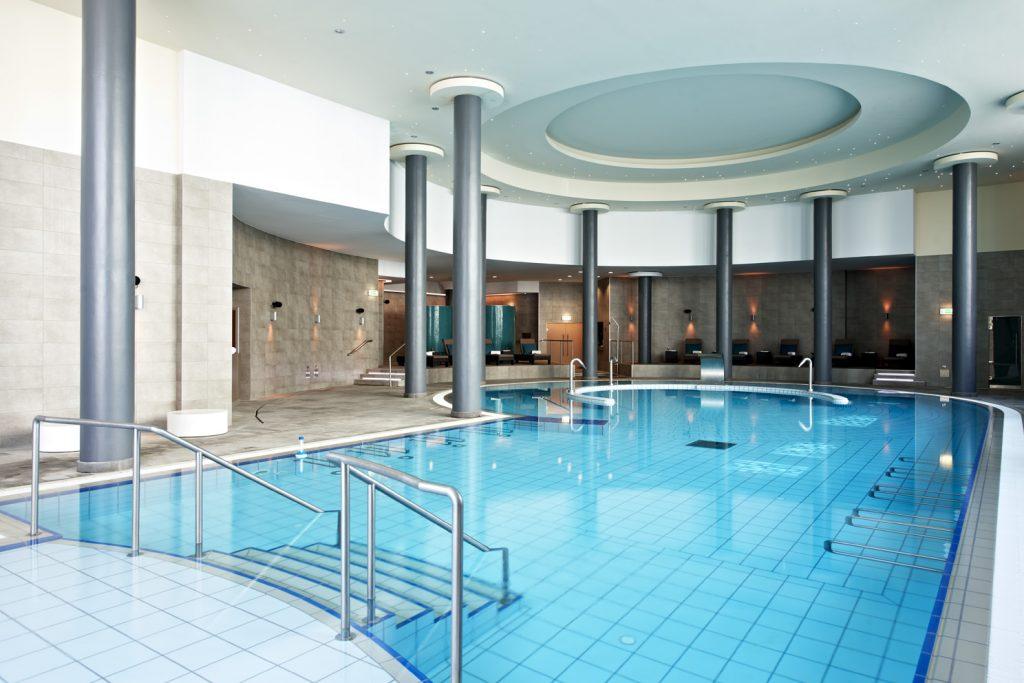 https://golftravelpeople.com/wp-content/uploads/2019/04/Hotel-Palacio-Estoril-Banyan-Tree-Spa-Fitness-12-1024x683.jpg