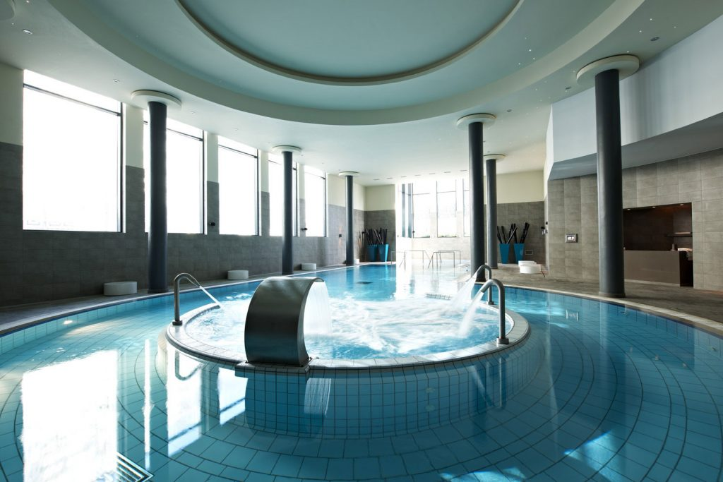 https://golftravelpeople.com/wp-content/uploads/2019/04/Hotel-Palacio-Estoril-Banyan-Tree-Spa-Fitness-2-1024x683.jpg