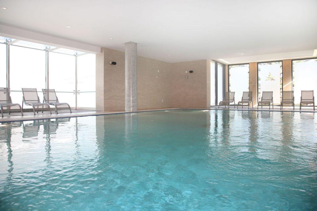 https://golftravelpeople.com/wp-content/uploads/2019/04/Hotel-Palacio-Estoril-Banyan-Tree-Spa-Fitness-3-1024x683.jpg