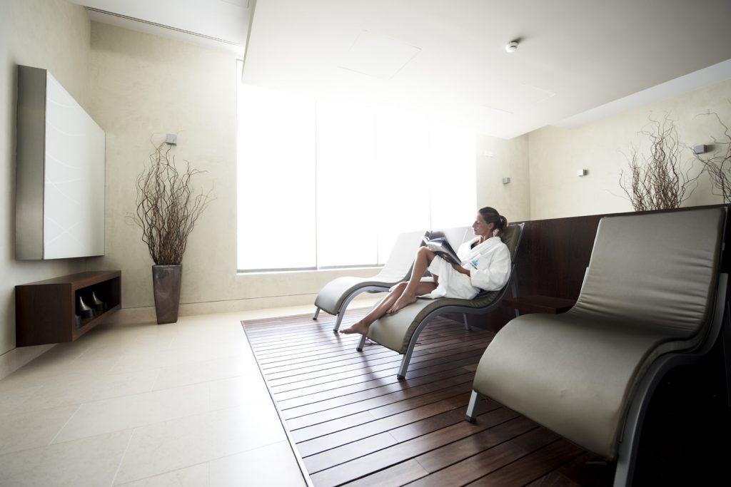 https://golftravelpeople.com/wp-content/uploads/2019/04/Hotel-Palacio-Estoril-Banyan-Tree-Spa-Fitness-8-1024x683.jpg