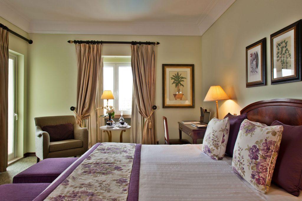https://golftravelpeople.com/wp-content/uploads/2019/04/Hotel-Palacio-Estoril-Bedrooms-10-1024x683.jpg