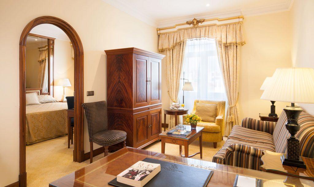 https://golftravelpeople.com/wp-content/uploads/2019/04/Hotel-Palacio-Estoril-Bedrooms-2-1024x609.jpg