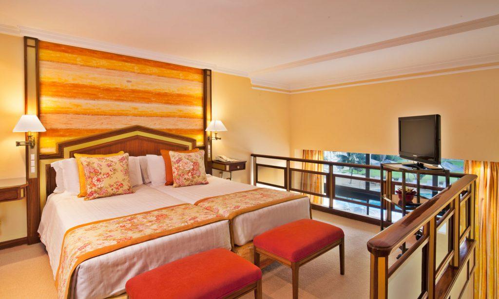 https://golftravelpeople.com/wp-content/uploads/2019/04/Hotel-Palacio-Estoril-Bedrooms-21-1024x613.jpg