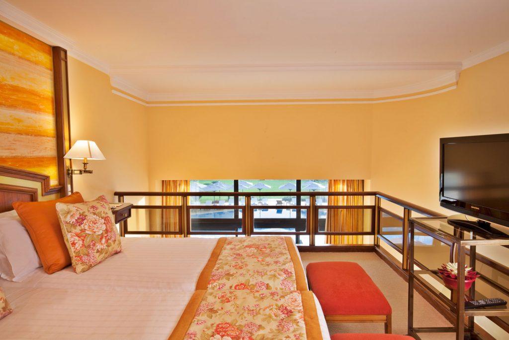 https://golftravelpeople.com/wp-content/uploads/2019/04/Hotel-Palacio-Estoril-Bedrooms-22-1024x683.jpg