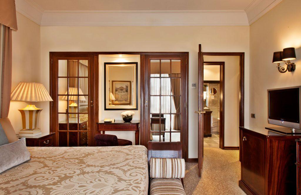 https://golftravelpeople.com/wp-content/uploads/2019/04/Hotel-Palacio-Estoril-Bedrooms-4-1024x666.jpg