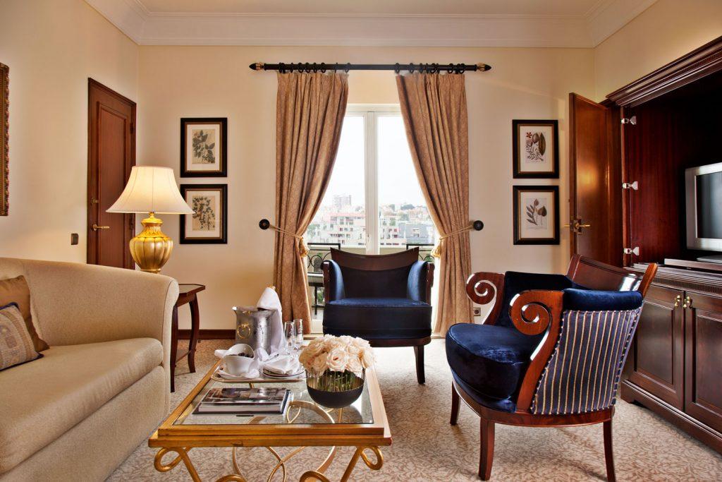 https://golftravelpeople.com/wp-content/uploads/2019/04/Hotel-Palacio-Estoril-Bedrooms-6-1024x683.jpg