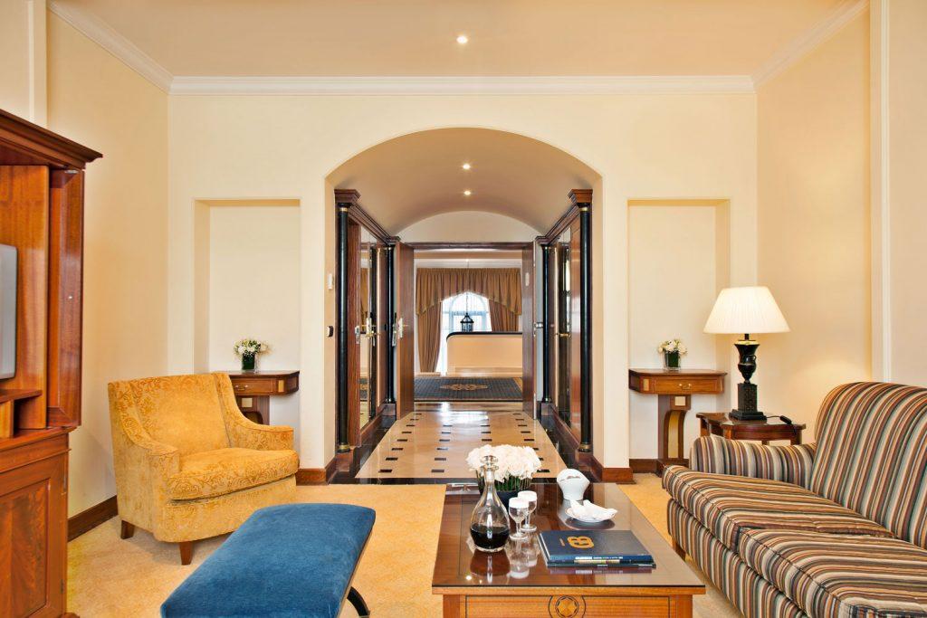 https://golftravelpeople.com/wp-content/uploads/2019/04/Hotel-Palacio-Estoril-Bedrooms-8-1024x683.jpg