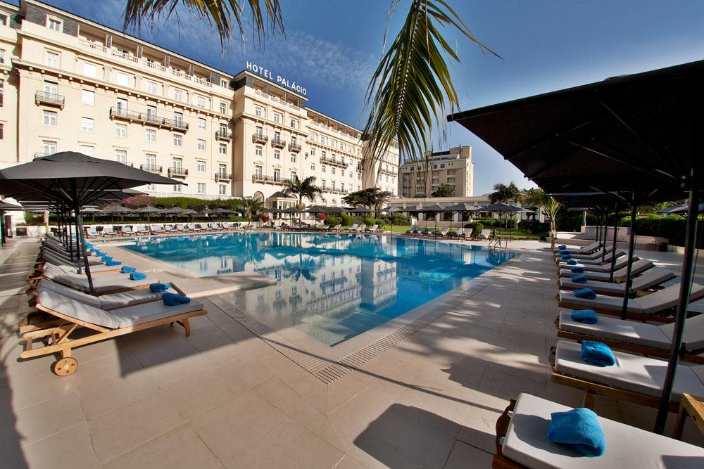 https://golftravelpeople.com/wp-content/uploads/2019/04/Hotel-Palacio-Estoril-External-1.jpg