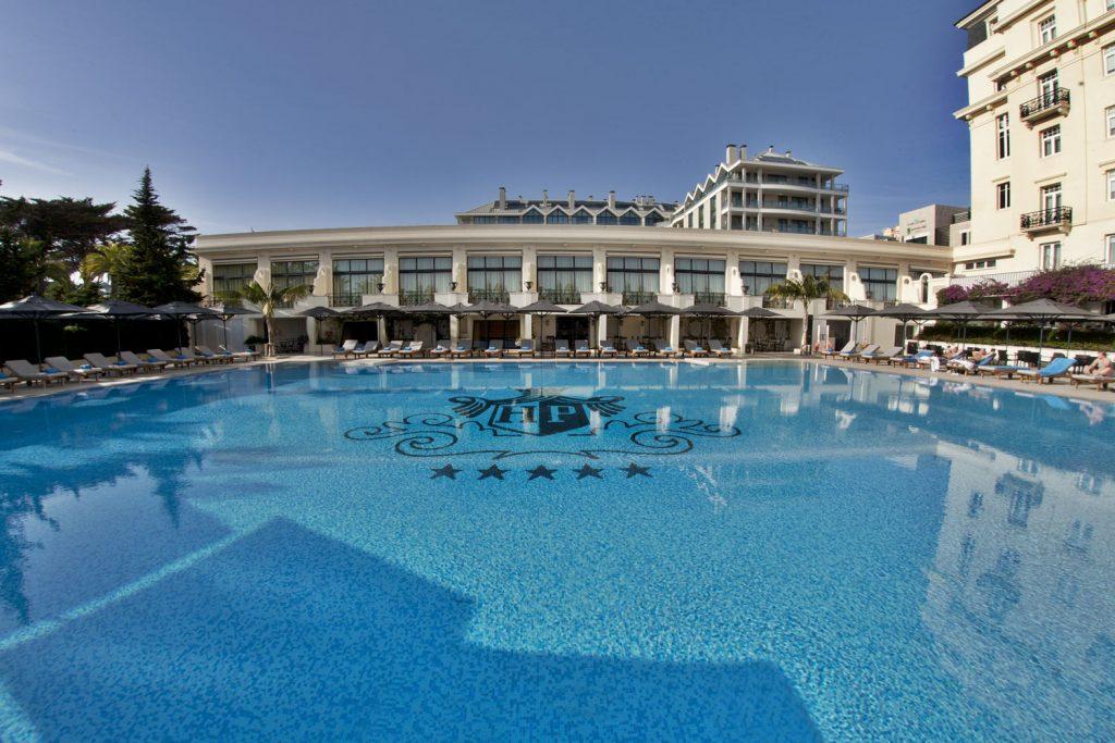 https://golftravelpeople.com/wp-content/uploads/2019/04/Hotel-Palacio-Estoril-External-3-1024x683.jpg