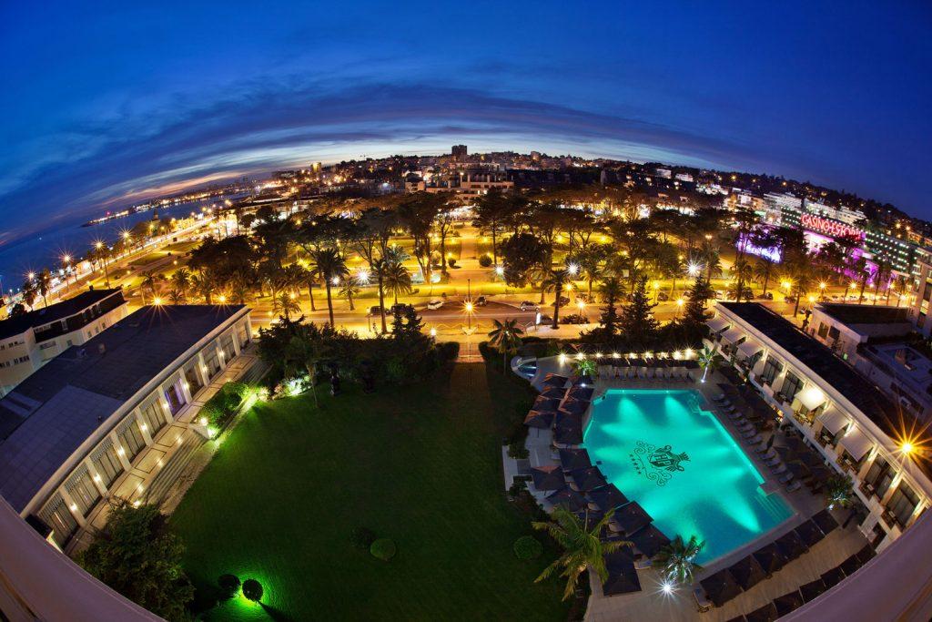 https://golftravelpeople.com/wp-content/uploads/2019/04/Hotel-Palacio-Estoril-External-4-1024x683.jpg