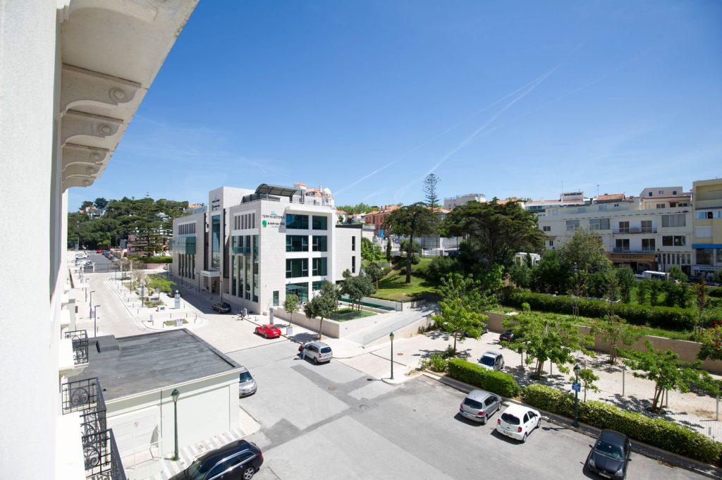 https://golftravelpeople.com/wp-content/uploads/2019/04/Hotel-Palacio-Estoril-External-5-1024x681.jpg