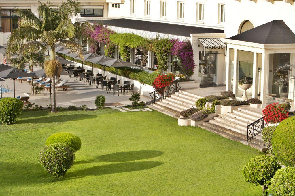 https://golftravelpeople.com/wp-content/uploads/2019/04/Hotel-Palacio-Estoril-External-6-1024x683.jpg