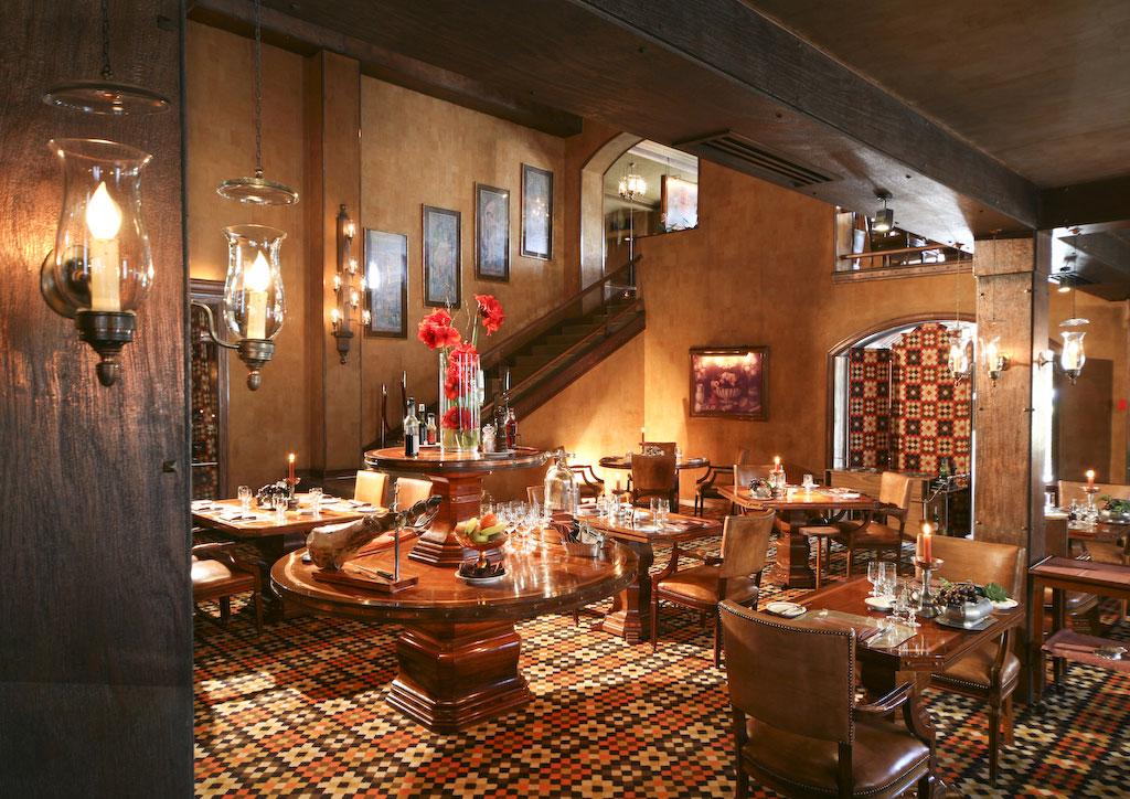 https://golftravelpeople.com/wp-content/uploads/2019/04/Hotel-Palacio-Estoril-Restaurants-1.jpg