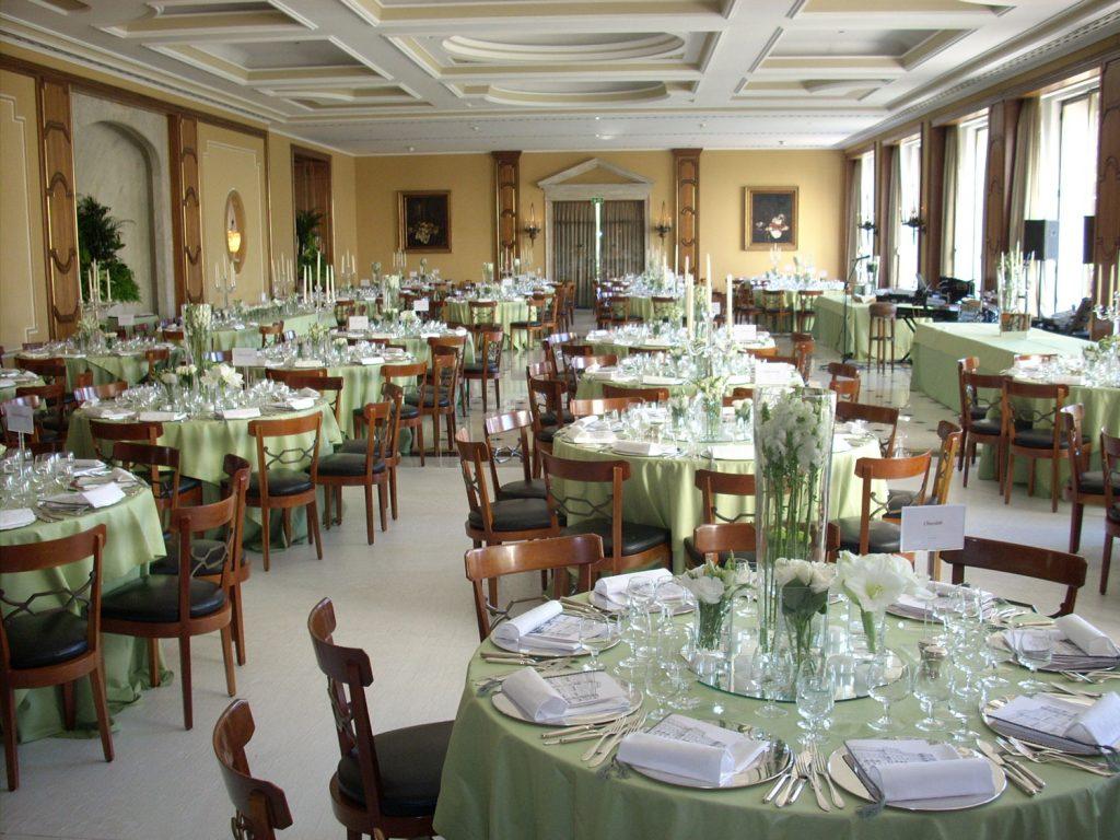 https://golftravelpeople.com/wp-content/uploads/2019/04/Hotel-Palacio-Estoril-Restaurants-4-1024x768.jpg
