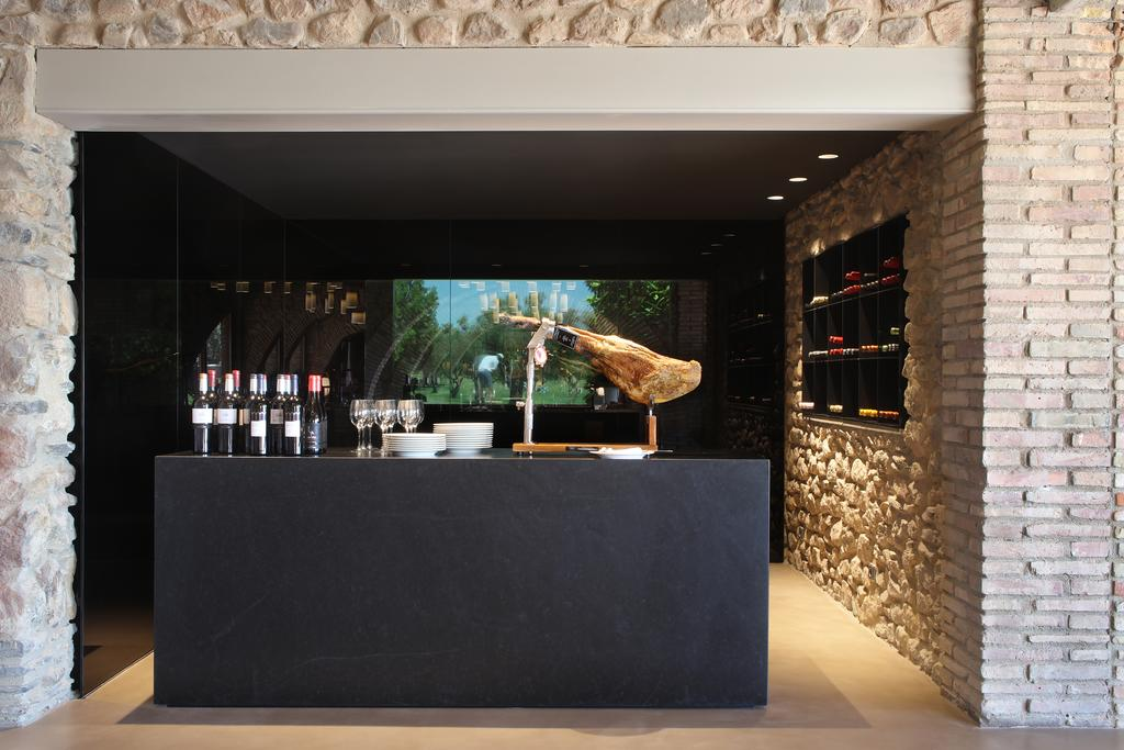 https://golftravelpeople.com/wp-content/uploads/2019/04/Hotel-Peralada-Wine-Spa-and-Golf-19.jpg
