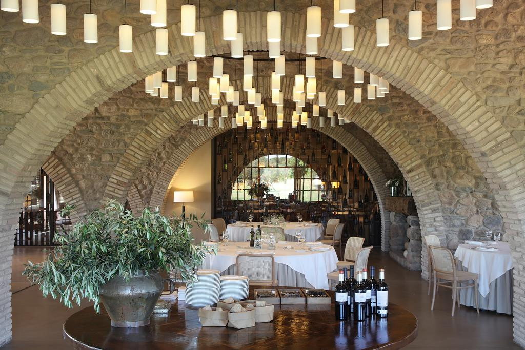 https://golftravelpeople.com/wp-content/uploads/2019/04/Hotel-Peralada-Wine-Spa-and-Golf-20.jpg