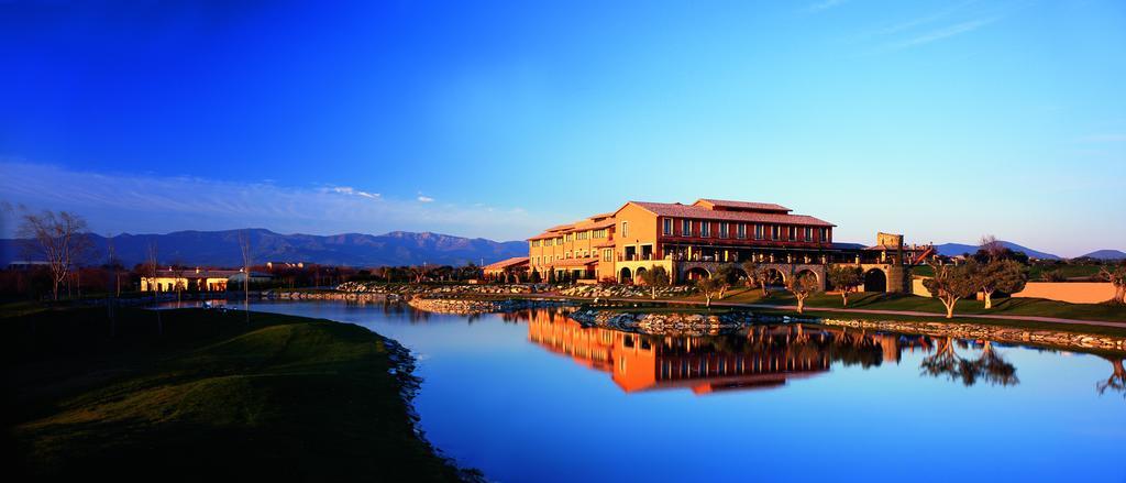 https://golftravelpeople.com/wp-content/uploads/2019/04/Hotel-Peralada-Wine-Spa-and-Golf-21.jpg