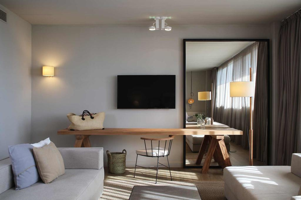 https://golftravelpeople.com/wp-content/uploads/2019/04/Hotel-Peralada-Wine-Spa-and-Golf-Bedrooms-12.jpg