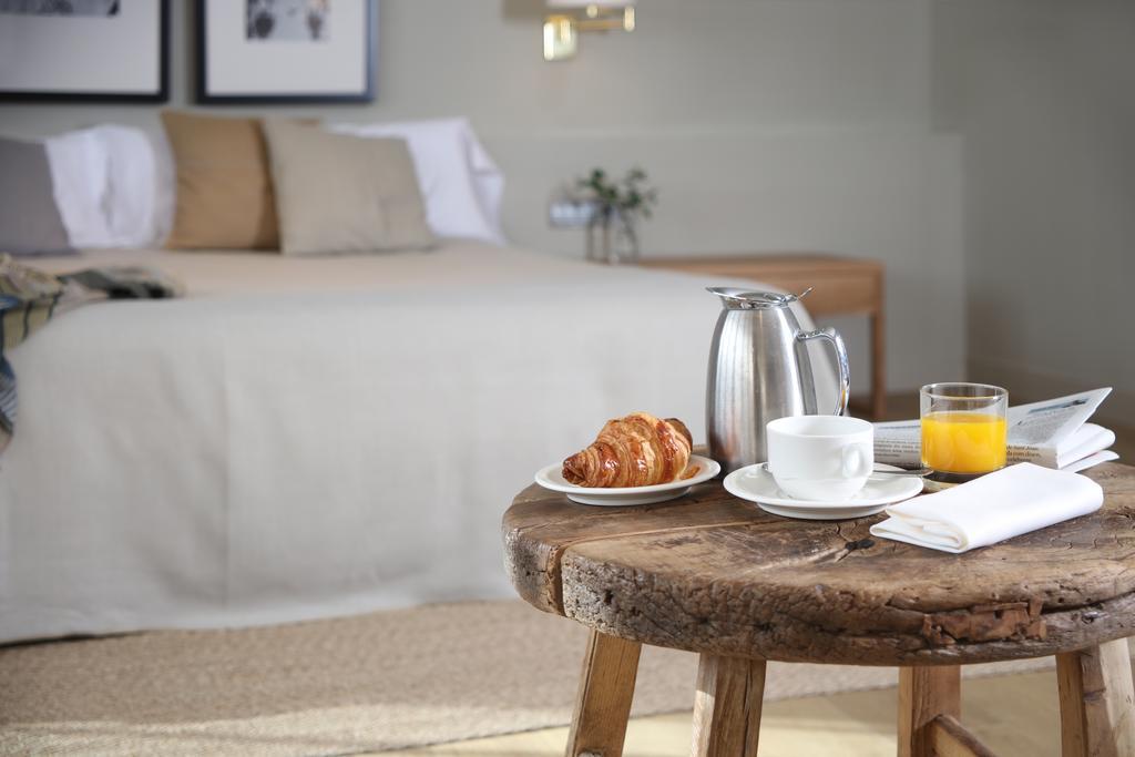 https://golftravelpeople.com/wp-content/uploads/2019/04/Hotel-Peralada-Wine-Spa-and-Golf-Bedrooms-2.jpg