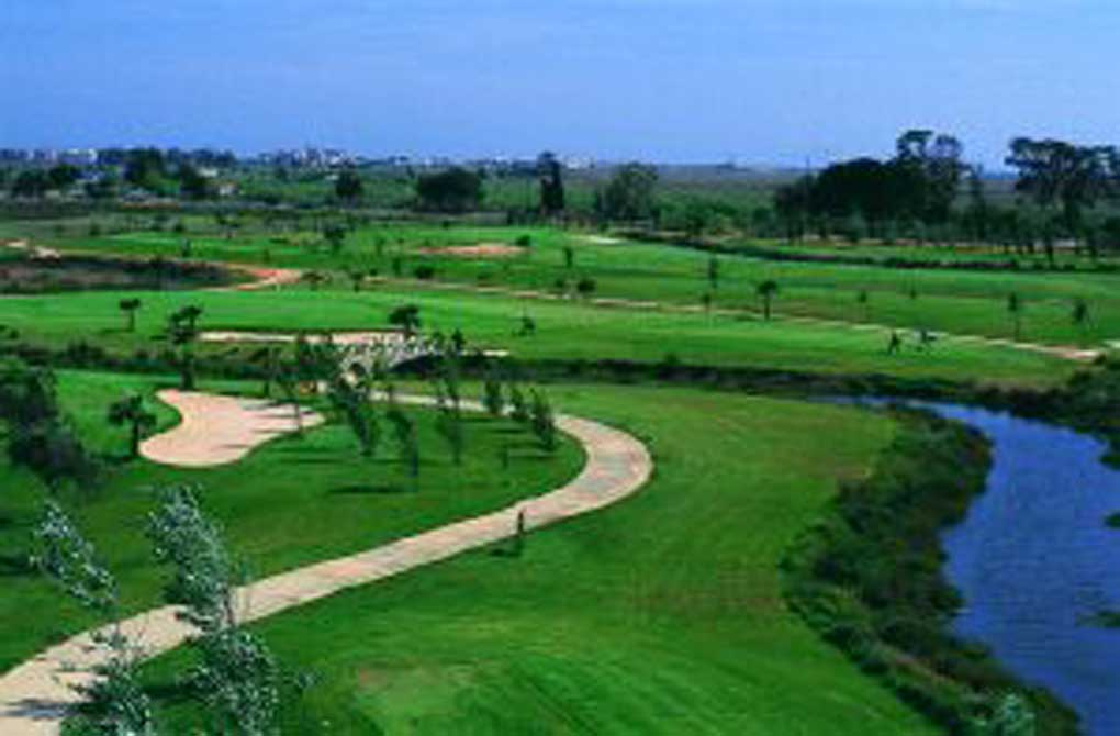 https://golftravelpeople.com/wp-content/uploads/2019/04/Isla-Canela-Golf-Club-4.jpg