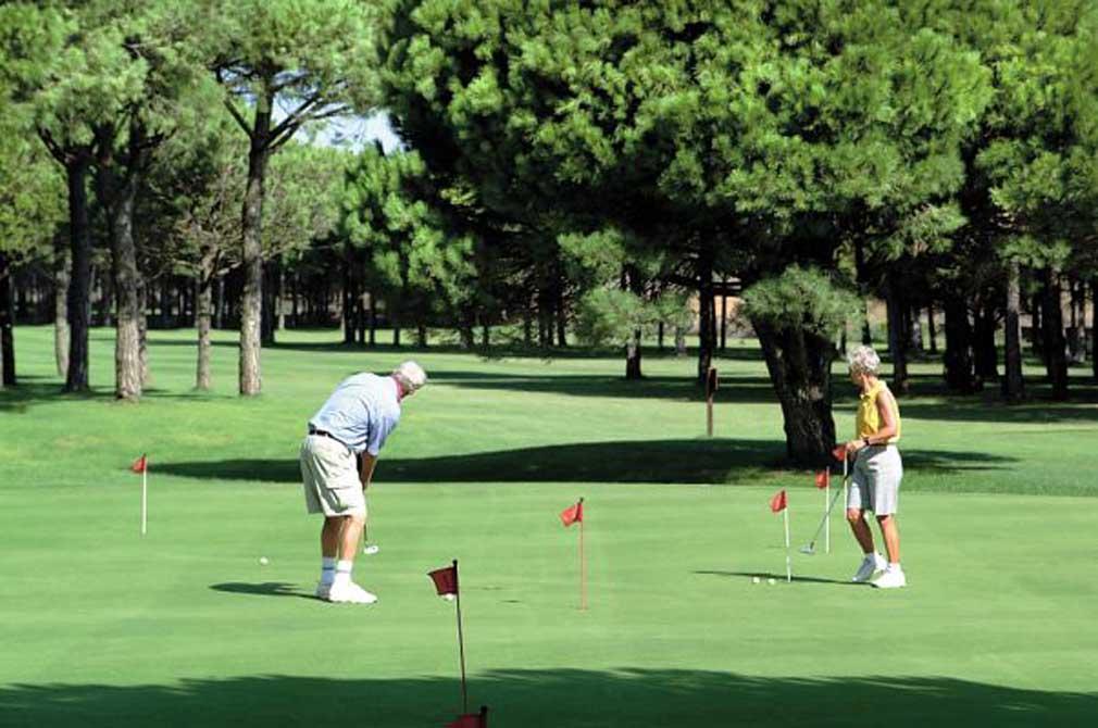 https://golftravelpeople.com/wp-content/uploads/2019/04/Isla-Canela-Golf-Club-6.jpg