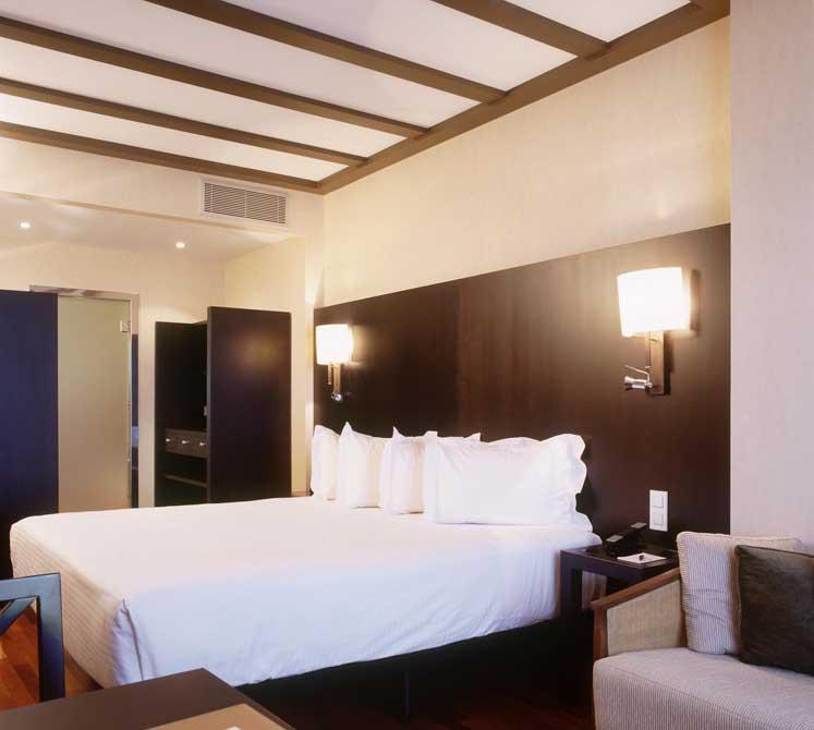 https://golftravelpeople.com/wp-content/uploads/2019/04/Isla-Canela-Golf-Hotel-3.jpg