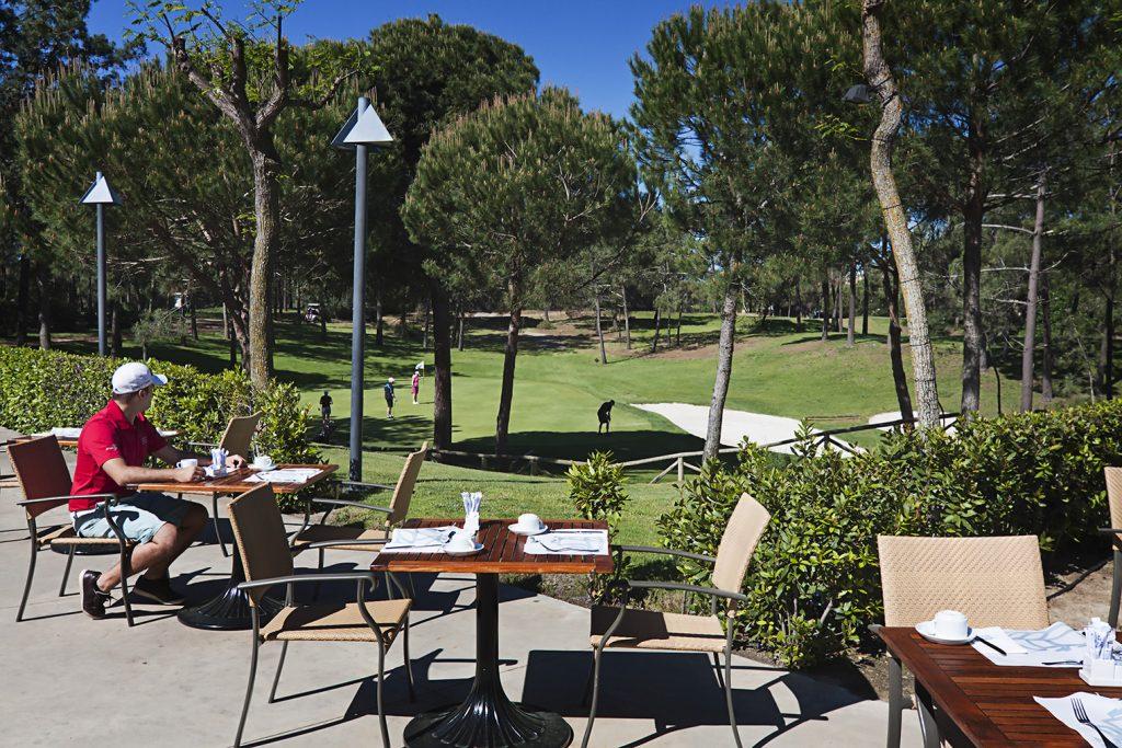 https://golftravelpeople.com/wp-content/uploads/2019/04/Islantilla-Golf-Resort-Hotel-Bars-Restaurants-1-1024x683.jpg
