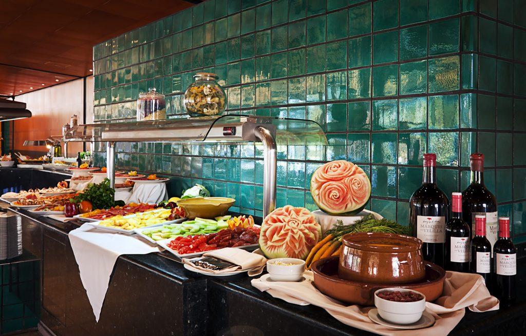 https://golftravelpeople.com/wp-content/uploads/2019/04/Islantilla-Golf-Resort-Hotel-Bars-Restaurants-14-1024x655.jpg