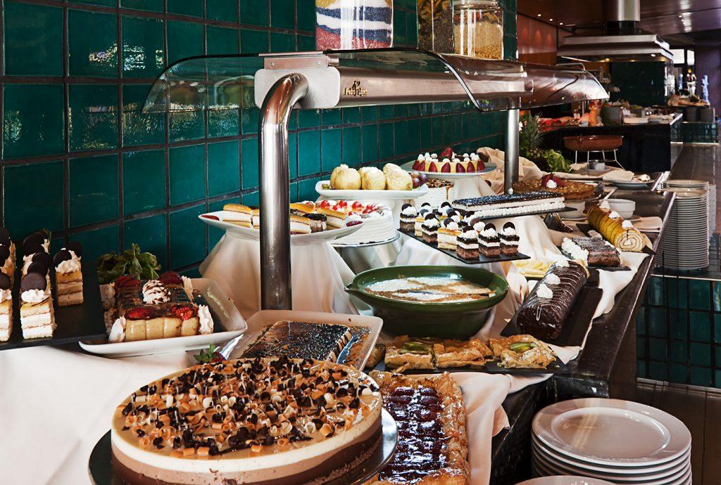 https://golftravelpeople.com/wp-content/uploads/2019/04/Islantilla-Golf-Resort-Hotel-Bars-Restaurants-15-1024x690.jpg