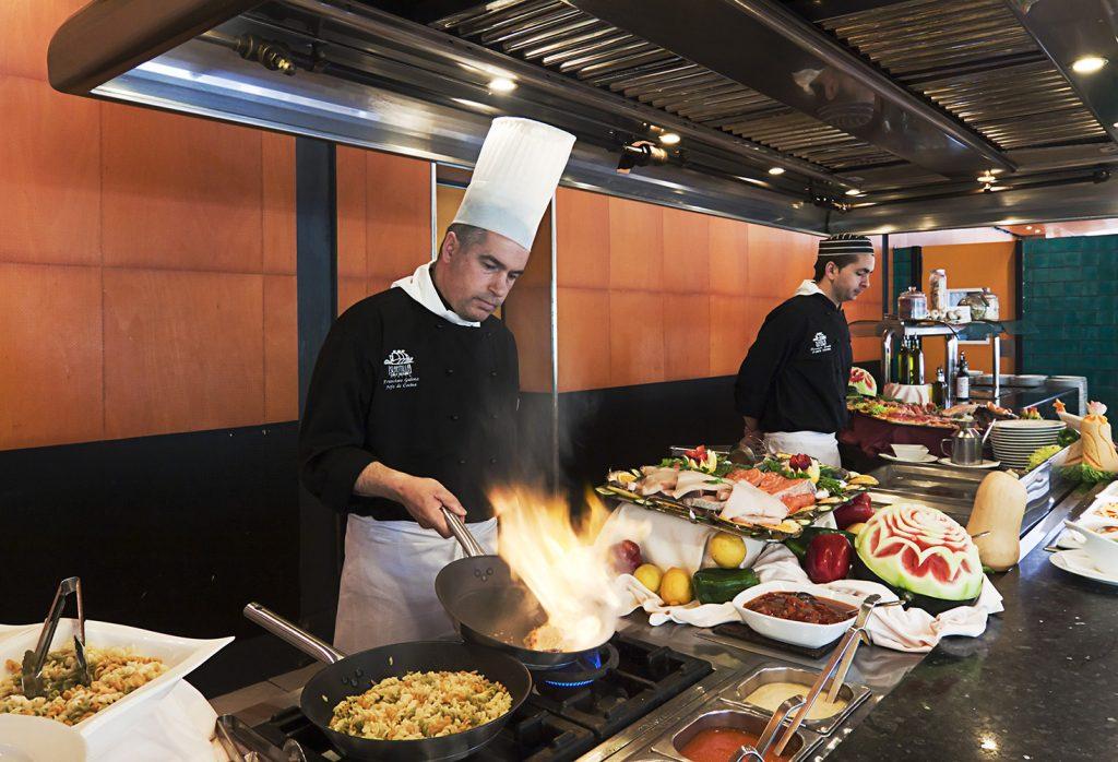 https://golftravelpeople.com/wp-content/uploads/2019/04/Islantilla-Golf-Resort-Hotel-Bars-Restaurants-16-1024x698.jpg
