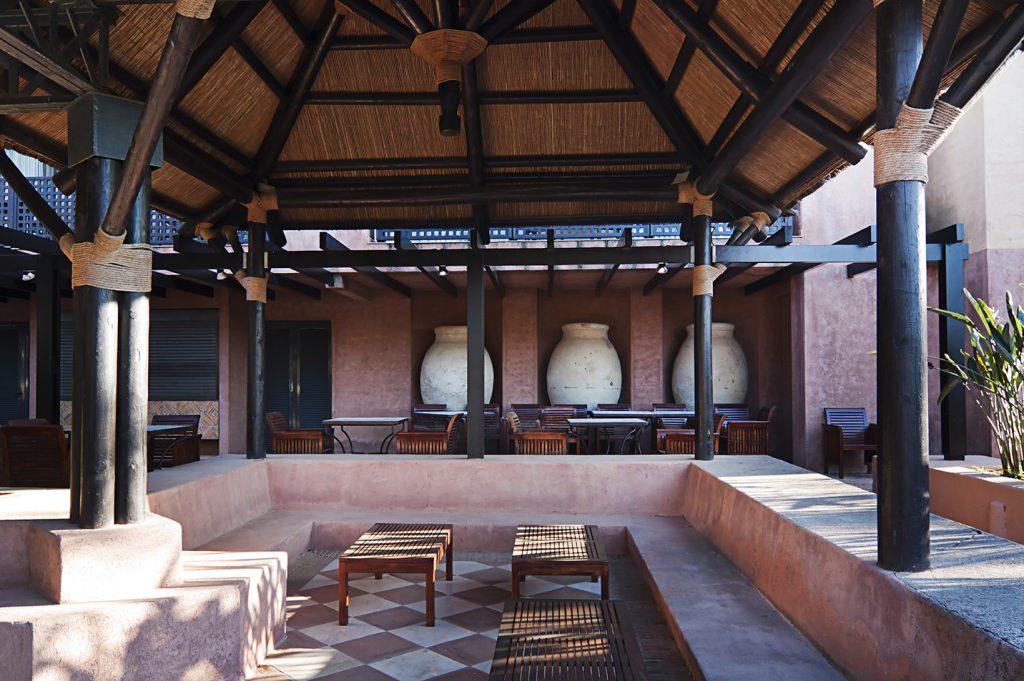 https://golftravelpeople.com/wp-content/uploads/2019/04/Islantilla-Golf-Resort-Hotel-Bars-Restaurants-18-1024x681.jpg