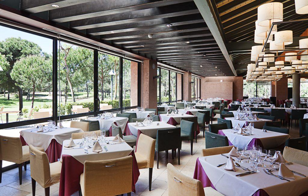 https://golftravelpeople.com/wp-content/uploads/2019/04/Islantilla-Golf-Resort-Hotel-Bars-Restaurants-21-1024x651.jpg